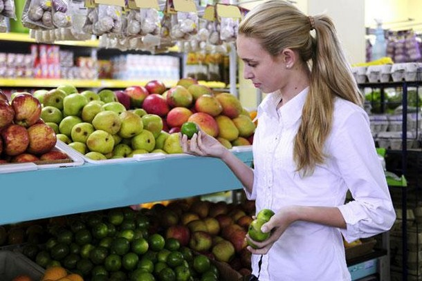 10 tips για να τρώτε υγιεινά κάνοντας οικονομία