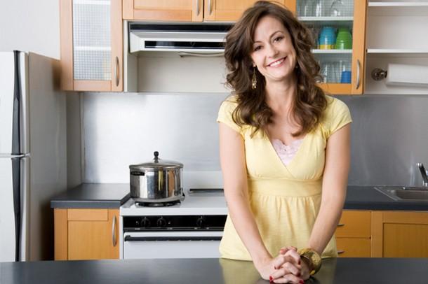 Δέκα υλικά που πρέπει να έχετε πάντα στην κουζίνα σας