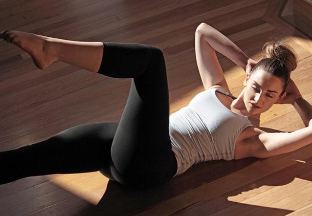 Φτιάξτε κοιλιακούς με pilates